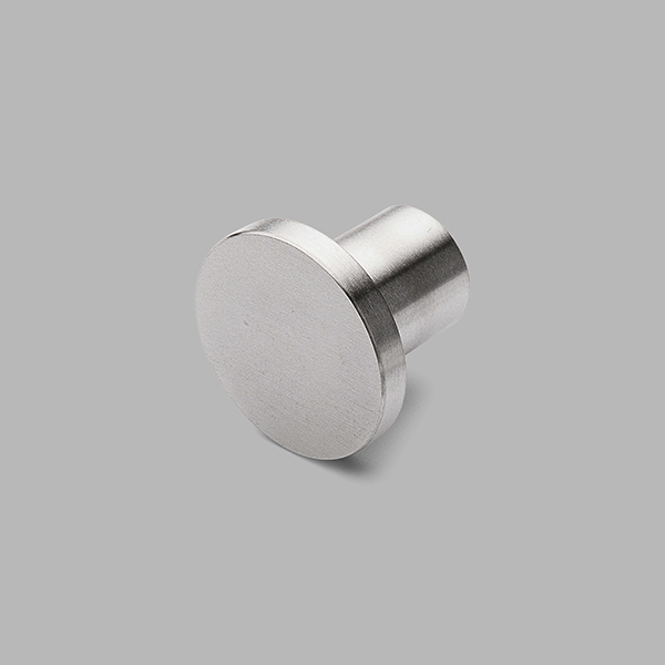 knobs and cabinet handles